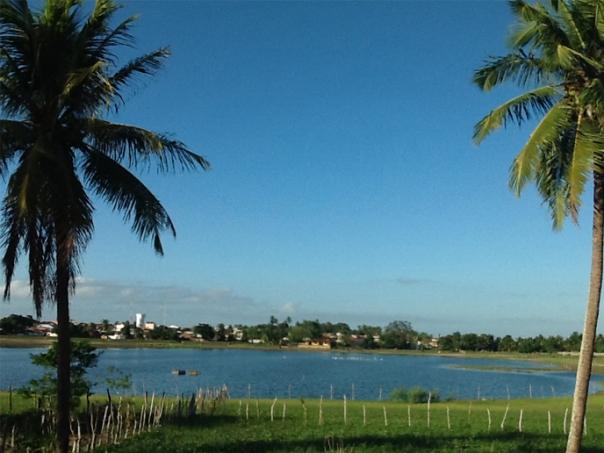 Foto+lagoa+de+Montanhas+na+entrada+da+cidade-6
