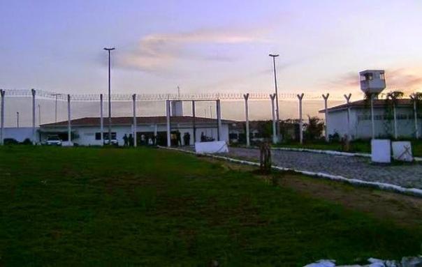 presos-iniciam-rebeliao-na-cadeia-publica-de-nova-cruz1436824113